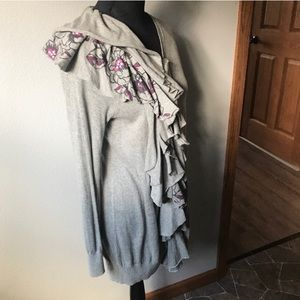ANTHRO MOTH Gray floral winter lei tunic cardigan